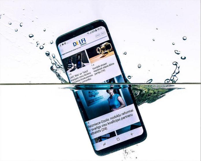 Co zrobić gdy telefon wpadnie do wody?